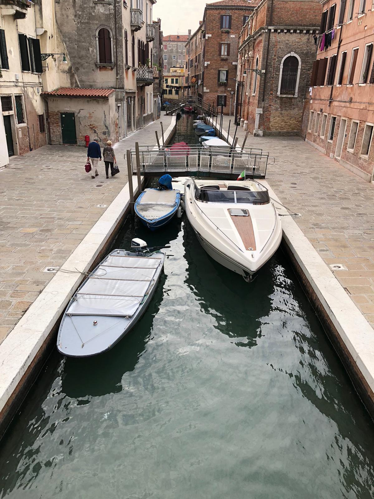 Venezia: Mostes 31 off shore